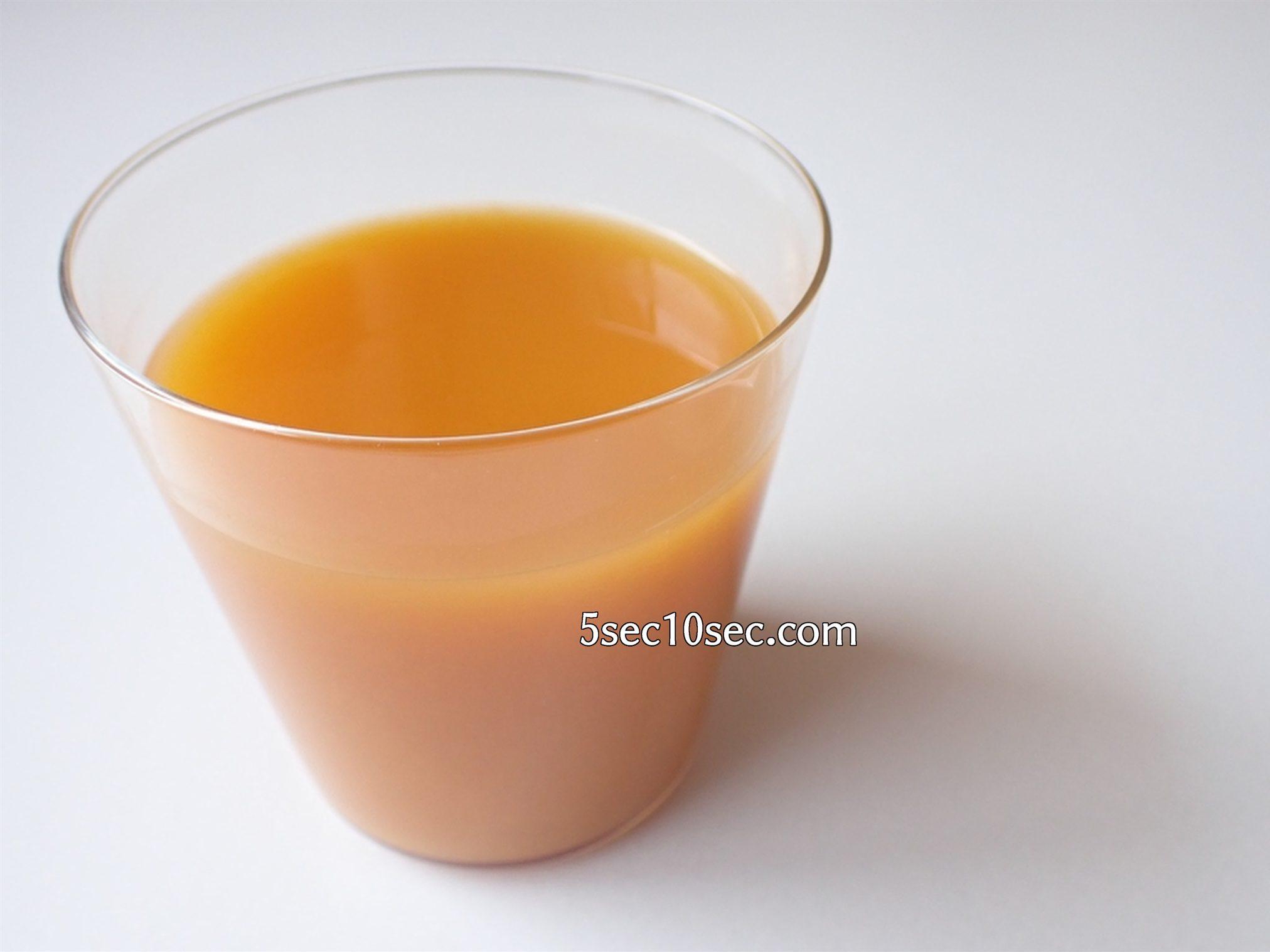 株式会社フィネス 黄酸汁 豊潤サジー グラスについで炭酸で割った写真