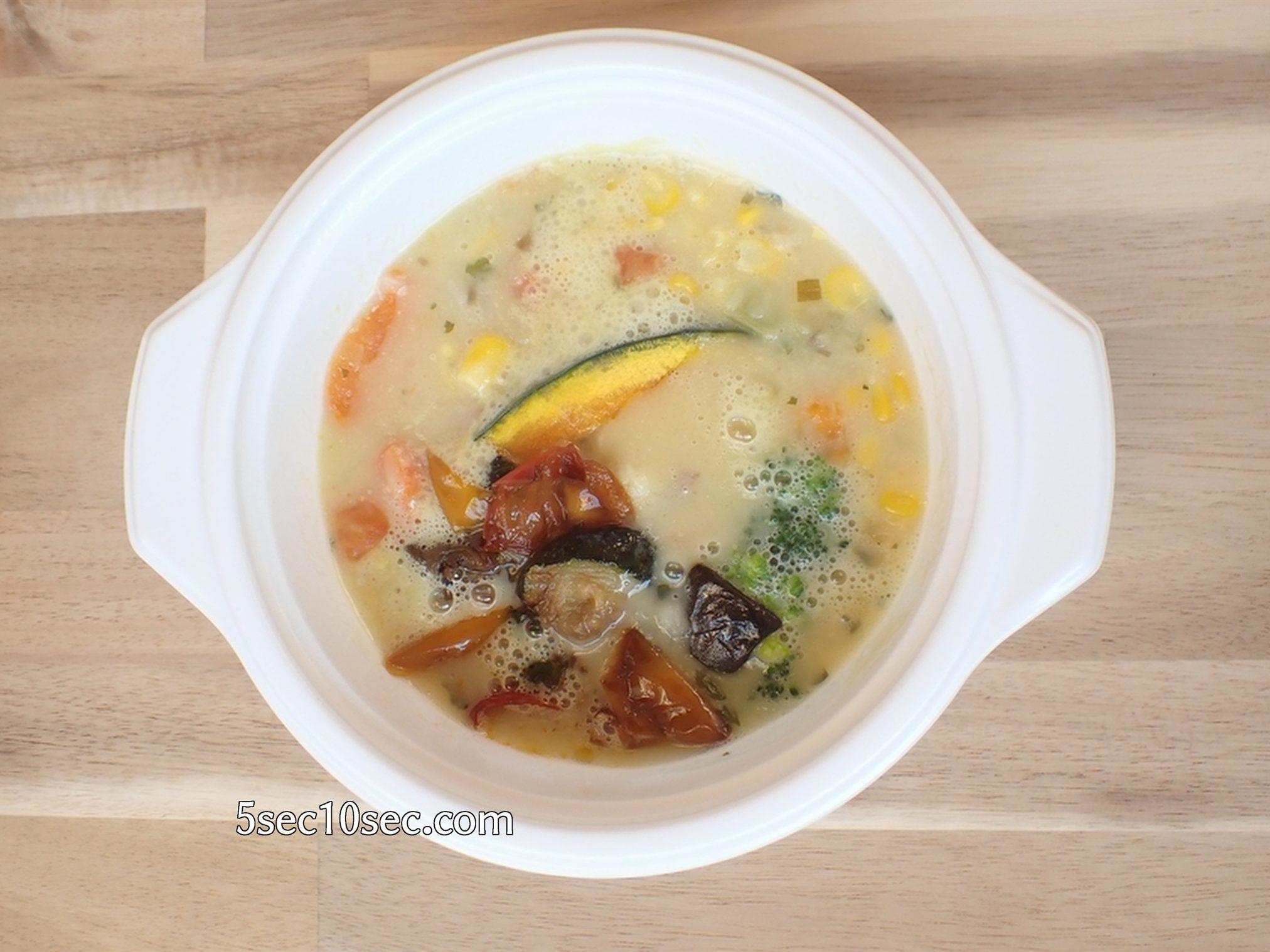 ウェルネスダイニング ベジ活スープ食 コーンチャウダー レンジで解凍した写真