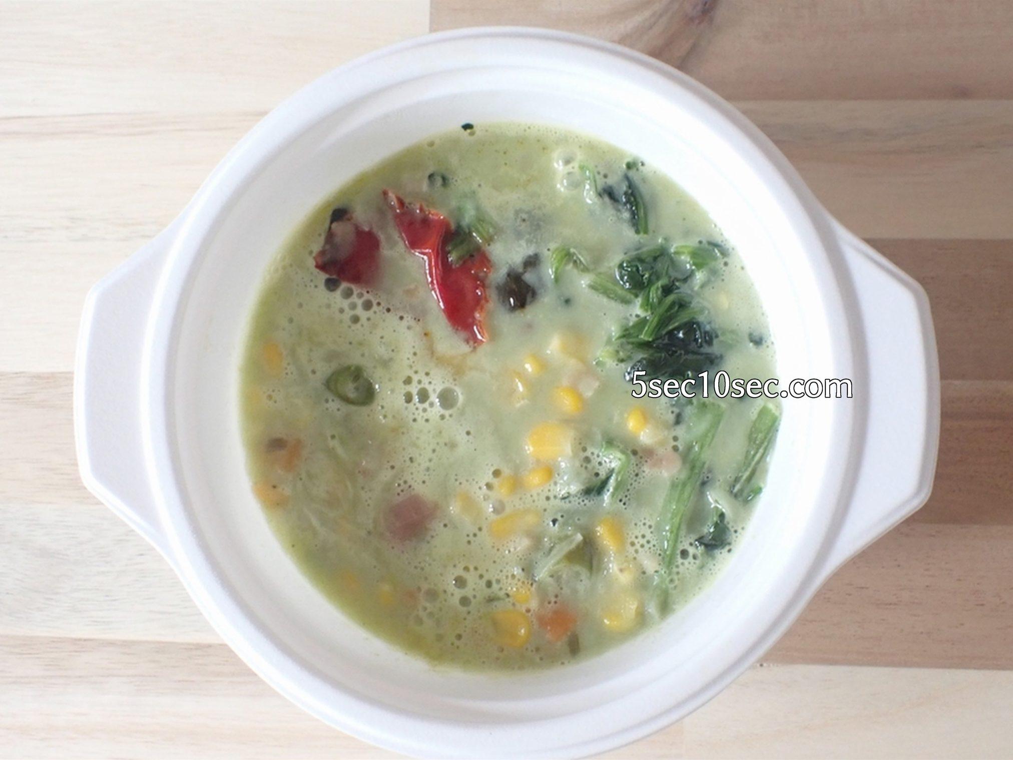 冷凍宅配 ウェルネスダイニング ベジ活スープ食 クリームほうれん草 電子レンジで解凍後の写真
