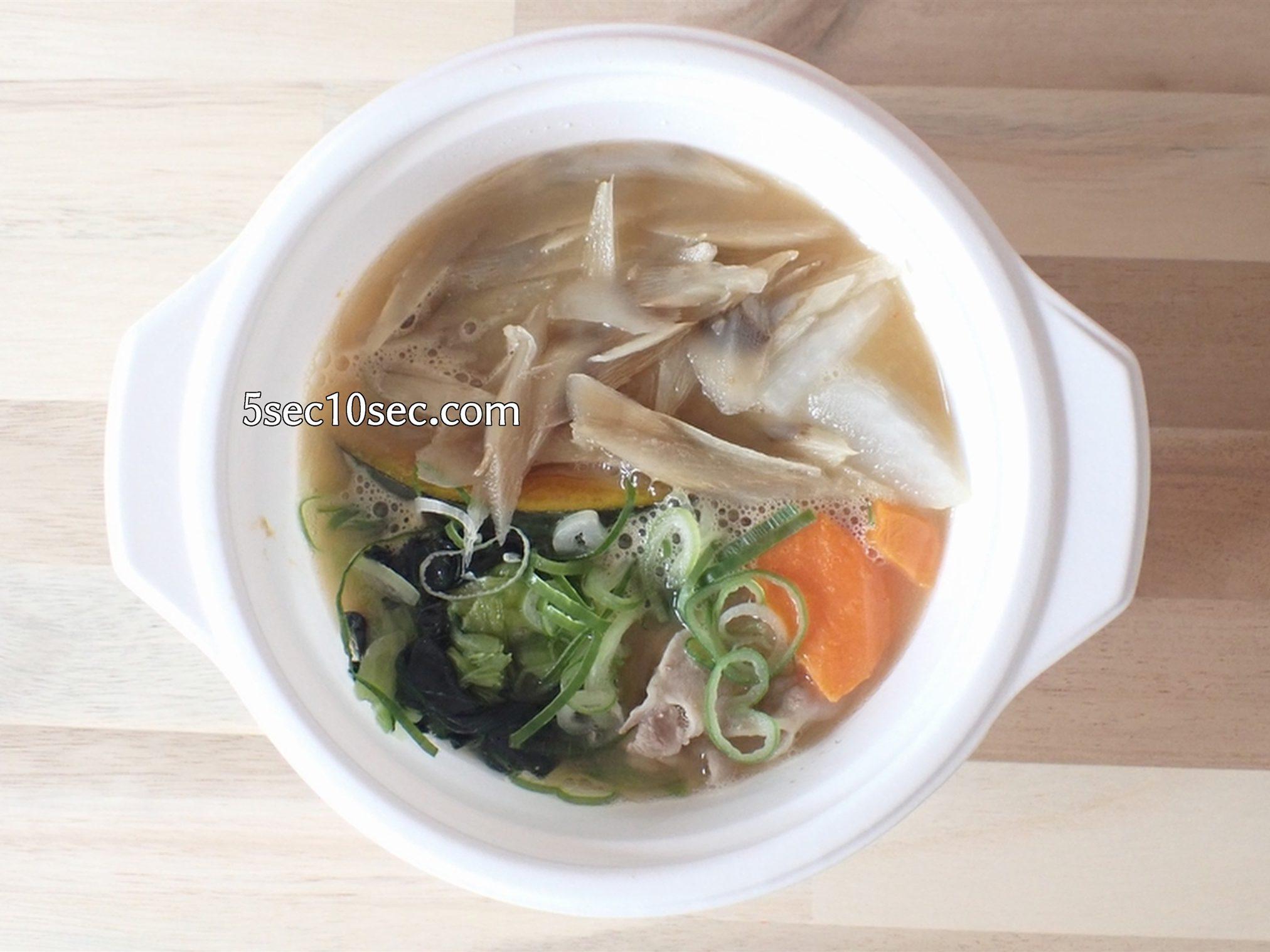 冷凍宅配弁当 ウェルネスダイニング ベジ活スープ食 豚汁 電子レンジで解凍後の写真