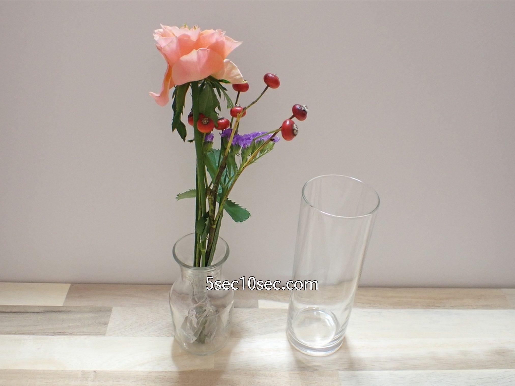株式会社Crunch Style お花の定期便 Bloomee LIFE ブルーミーライフ 500円(税別・送料別)の体験プラン 50ml程度の小さな小瓶にお花を生けた写真