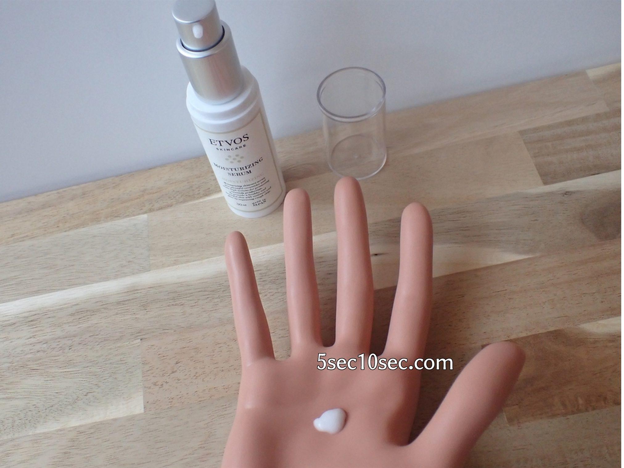 エトヴォス ETVOS モイスチャライジングローションS モイスチャライジングセラムS モイスチャーラインSサイズセット 保湿美容液・乳液のテクスチャーをハンドマネキンで表現しました
