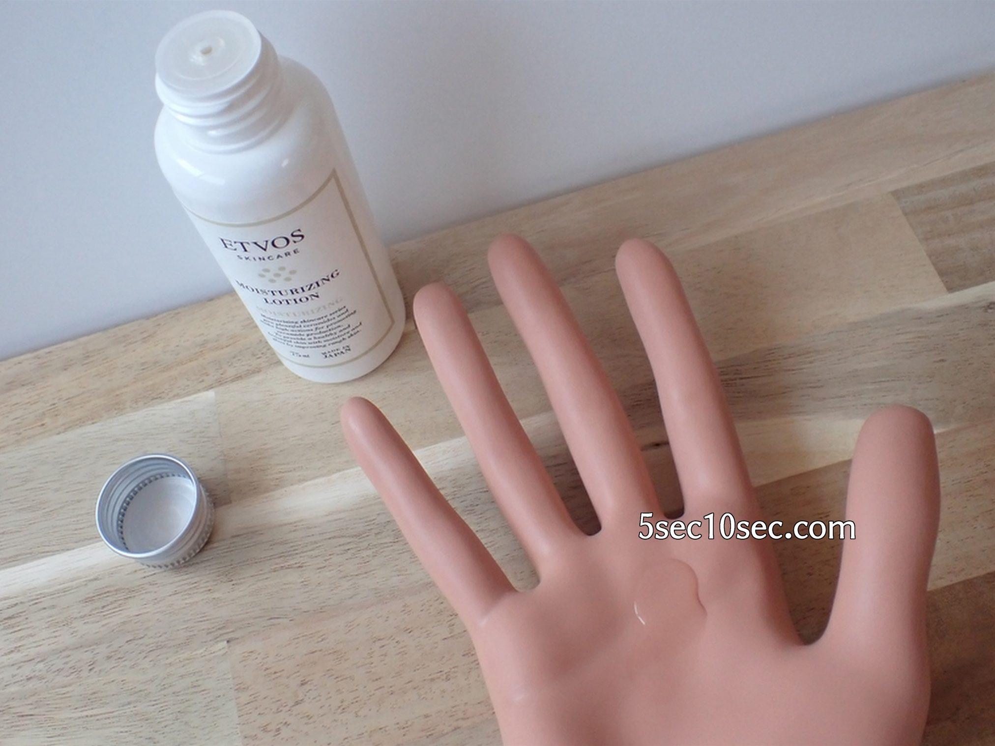 エトヴォス ETVOS モイスチャライジングローションS モイスチャライジングセラムS モイスチャーラインSサイズセット 保湿化粧水 ハンドマネキンで手に出した時のテクスチャーを表現しました