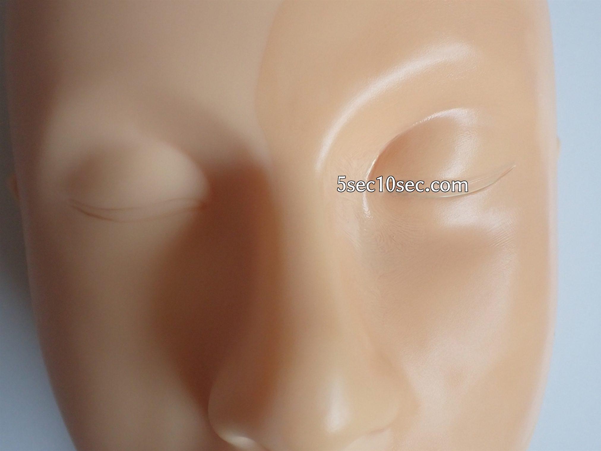 セザンヌ CEZANNE ラスティングカバーファンデーション 20 色味は標準色よりも若干濃い色という印象です