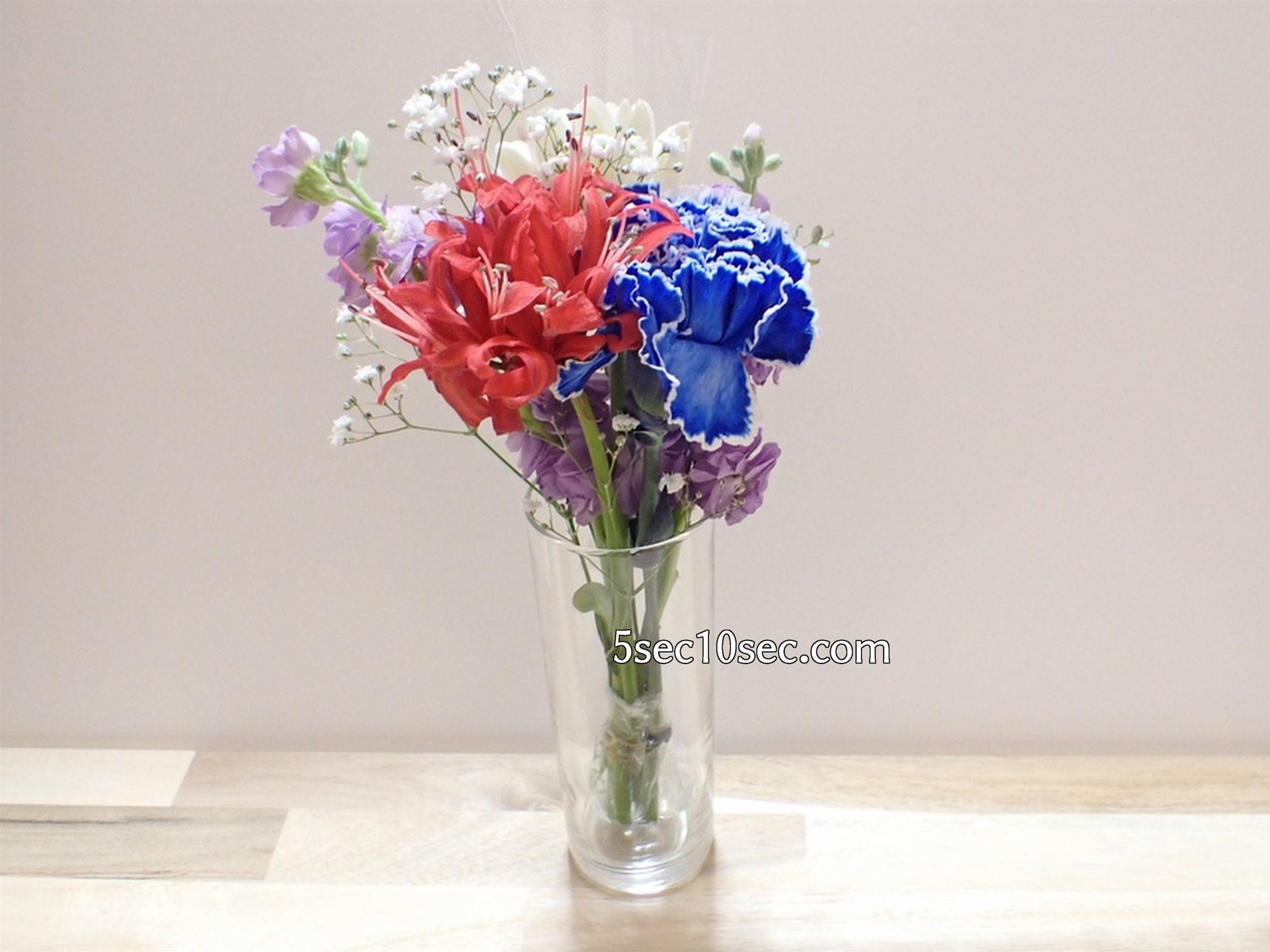 株式会社Crunch Style お花の定期便 Bloomee LIFE ブルーミーライフ 800円のレギュラープラン 2020年11月下旬、冬に届いたお花、背の高いグラスにセットしてみた
