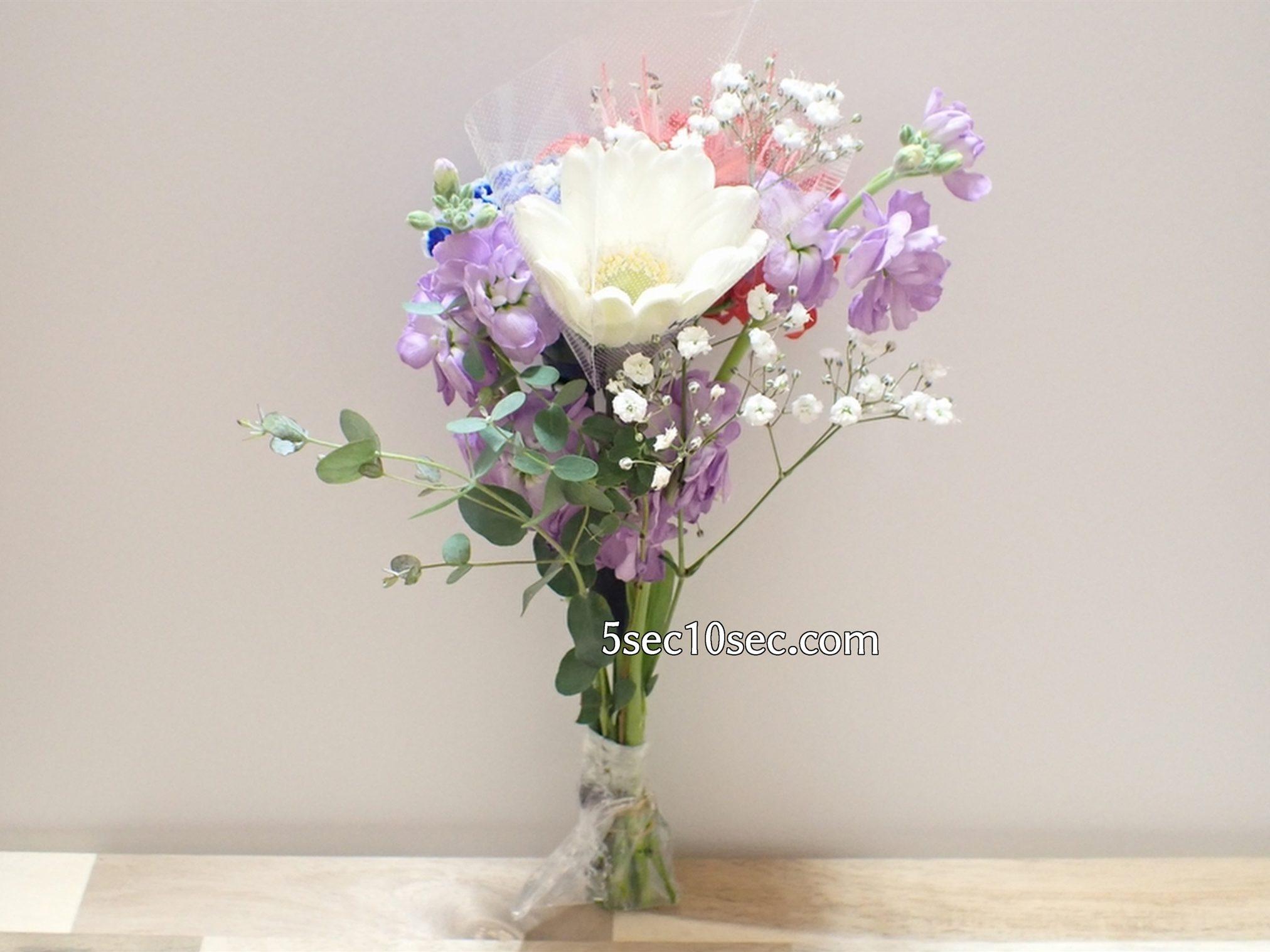 株式会社Crunch Style お花の定期便 Bloomee LIFE ブルーミーライフ 800円のレギュラープラン ガーベラは個別に包まれ、守られた状態で届きました