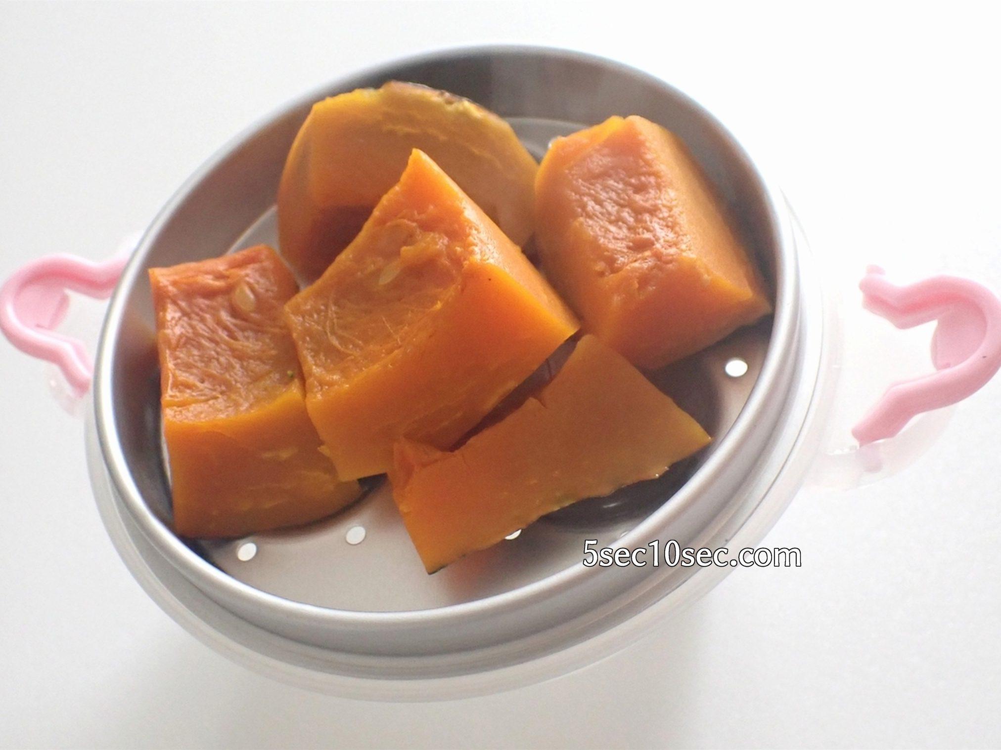 貝印 KAI レンジでゆでたまごが作れる容器 かぼちゃを加熱してみた、煮る、茹でるというよりも蒸すという調理方法に近いです