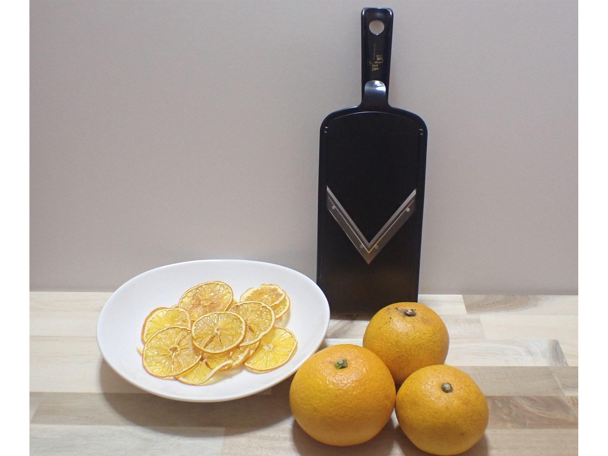 貝印の関孫六 可変式Vスライサー(ガード付き) レギュラーを使ってドライフルーツをむくと作ってみた