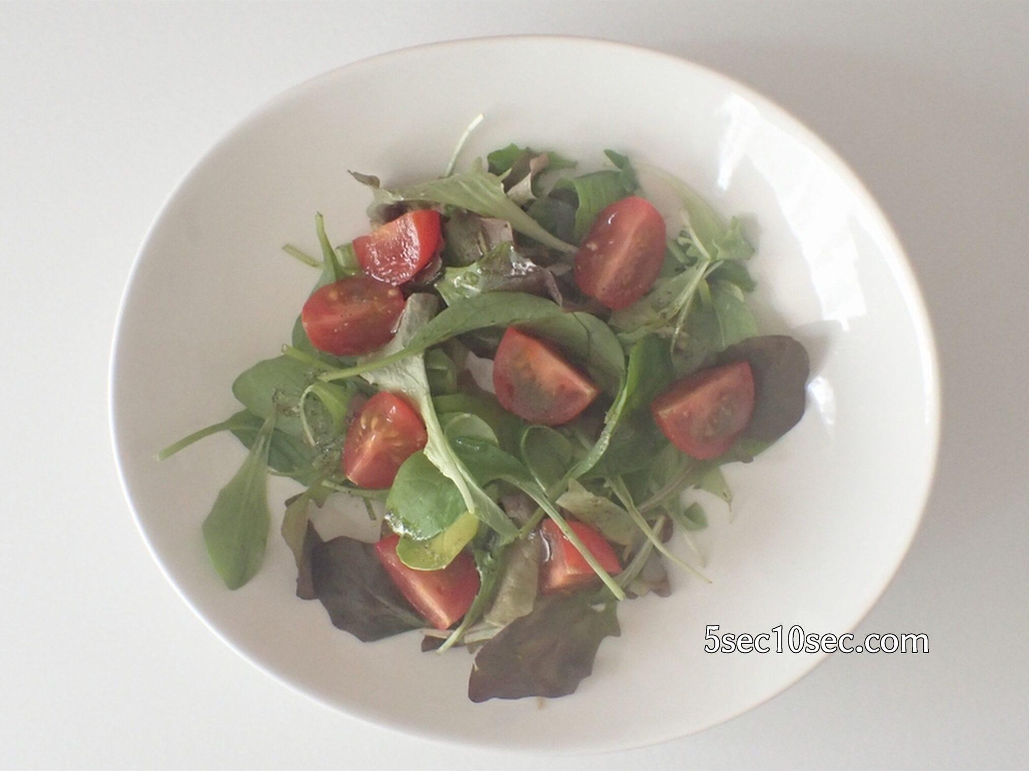 貝印 KHS スピーディーチョッパー L 品番DH2084 水切りかごを使った野菜で作ったサラダ