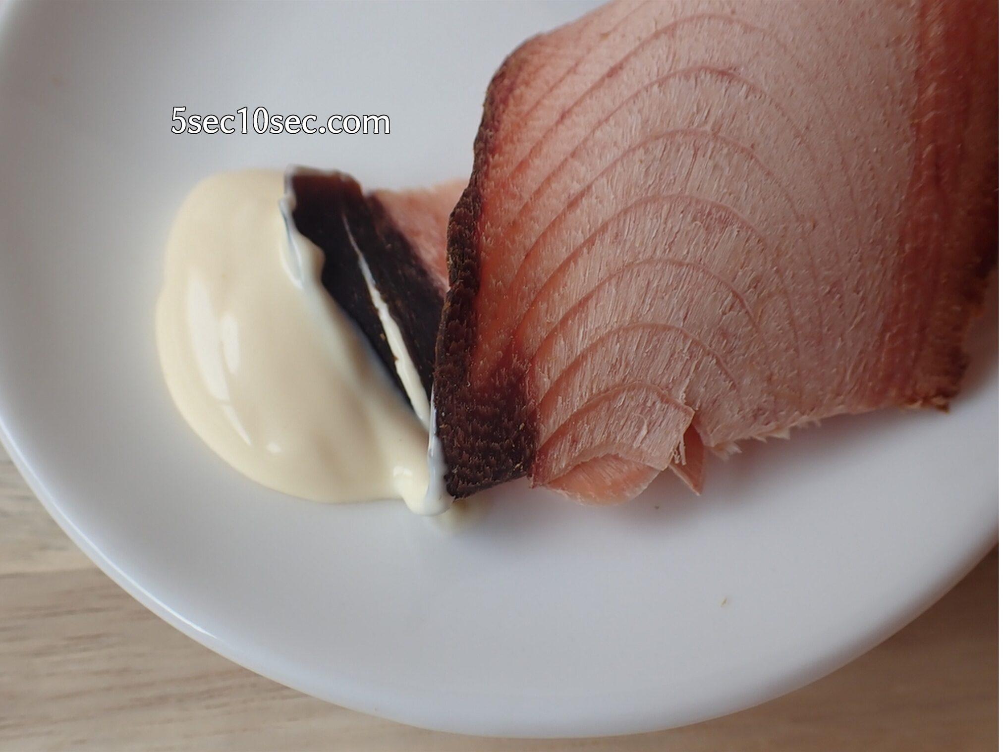 丸俊 まるとし そのまま食べるかつおスライス マヨネーズをつけて食べるのもよく合います