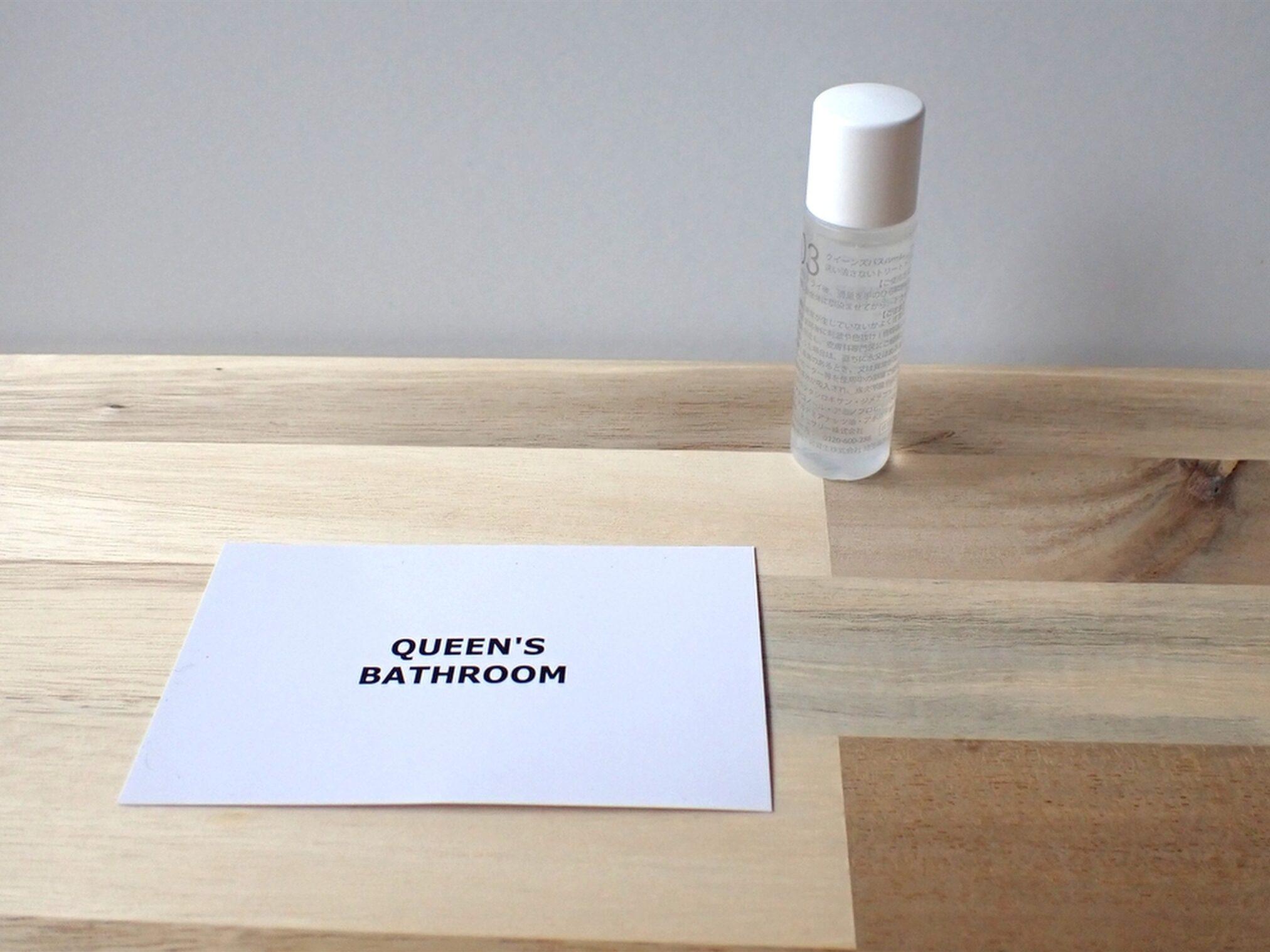 ネセサリー株式会社 QUEEN'S BATHROOM クイーンズバスルーム アメイジングシャインヘアオイル お試しサイズを買ってみた