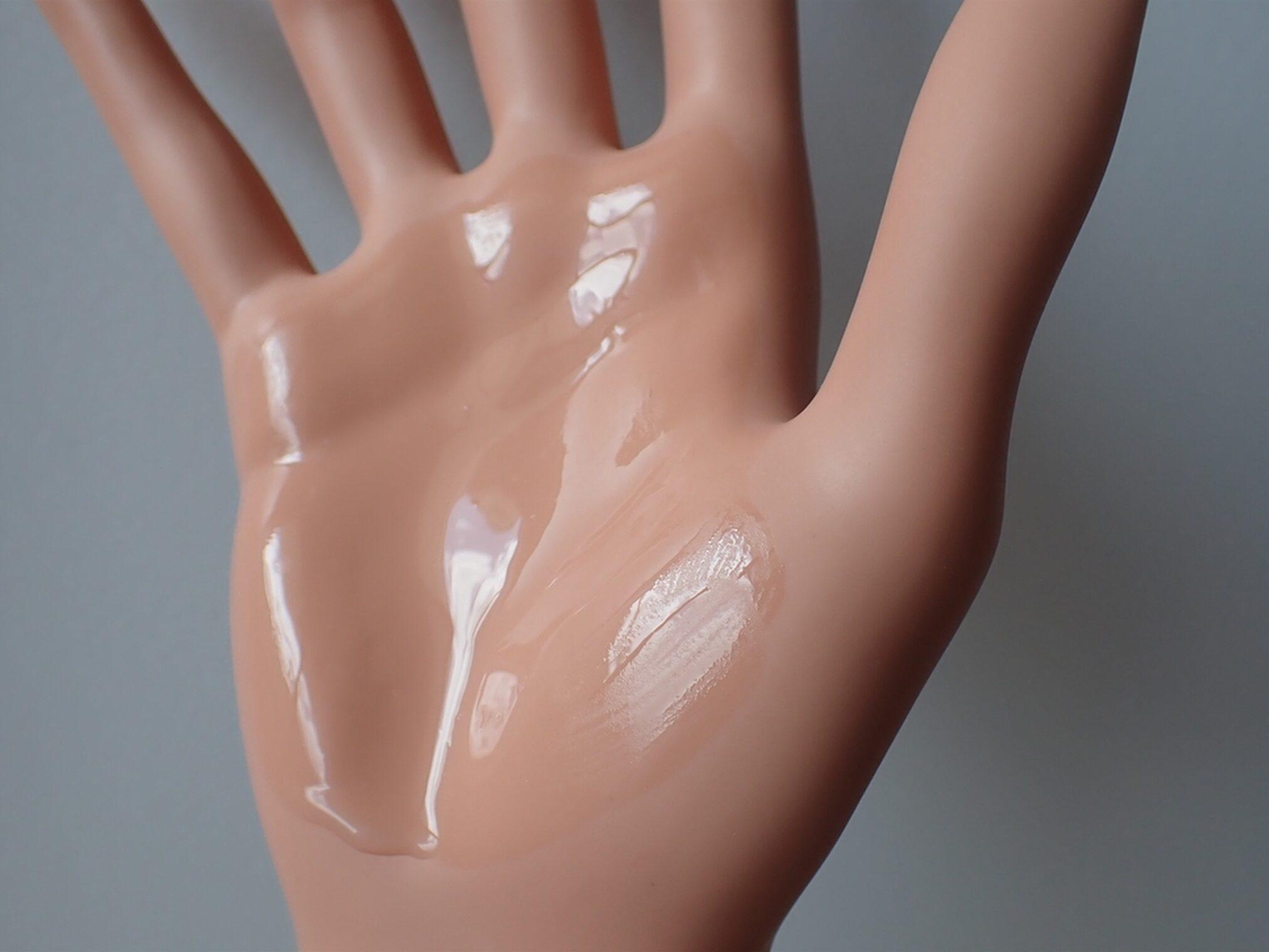 エトヴォス アルティモイスト トライアルキット ETVOS 保湿化粧水 アルティモイストローション 30ml 使い方は500円玉大を手のひらに馴染ませてからハンドプレスで使います