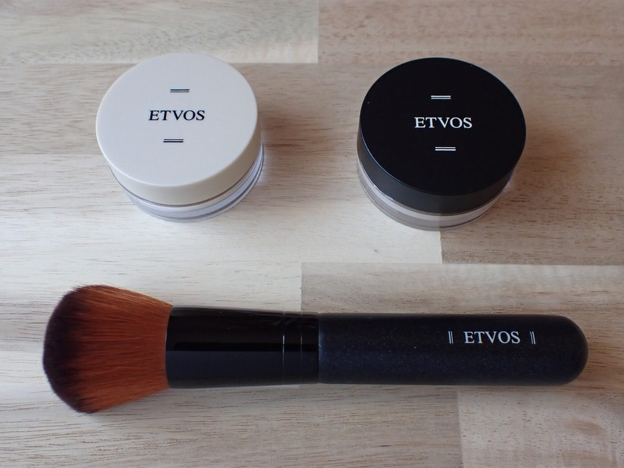 エトヴォス ETVOS パーフェクトキット 本品約12.5cmのフェイスカブキブラシ1本がついているので今すぐミネラルメイクを始めることができます